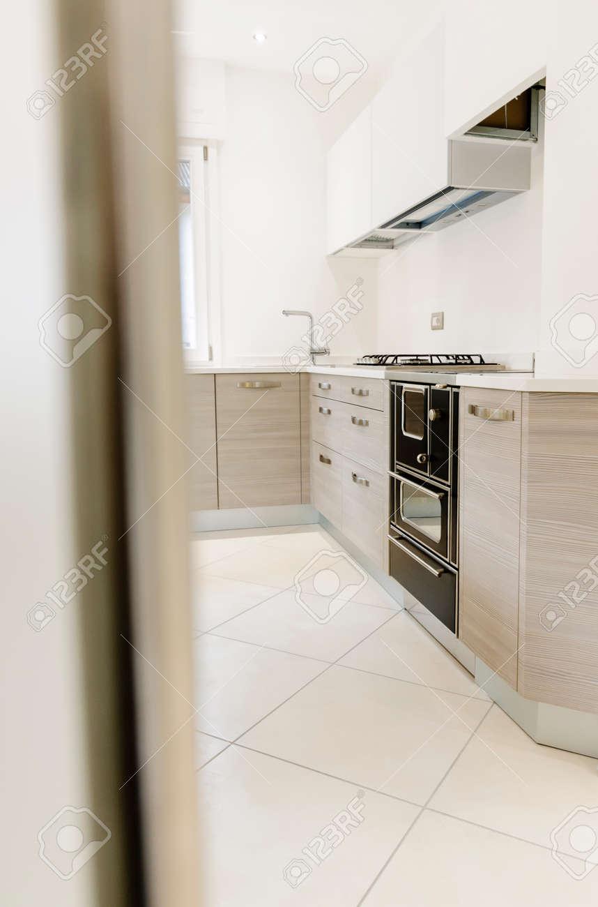 Glastür Küche moderne küche interieur mit holzgehäuse mit glastür in den