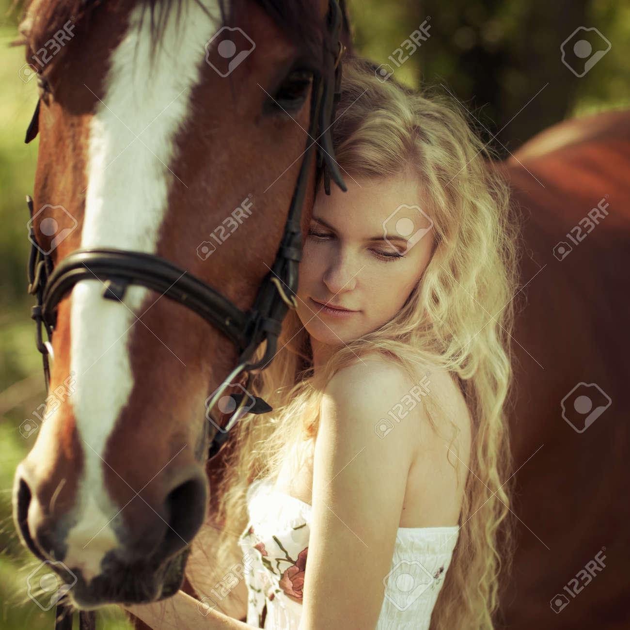 Девушка с кобылой фото 129-216