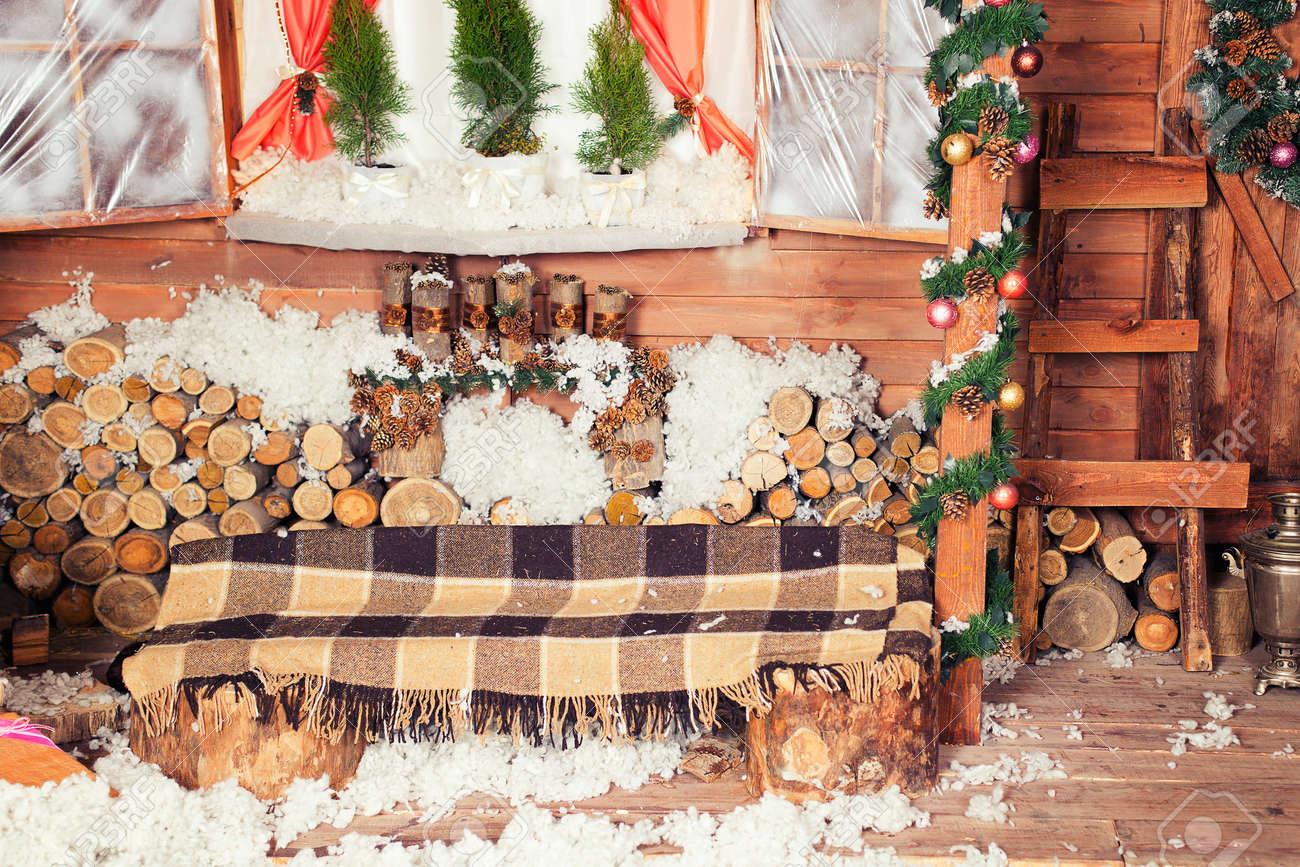 Neujahr Und Weihnachten Bank Mit Karierten Oder Wickeln. Grün, Braun ...