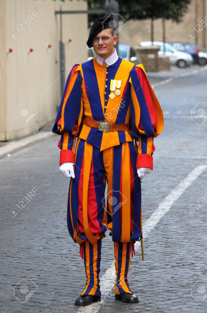 1000  ideas about Swiss Guard on Pinterest | Vatican, Vatican City ...