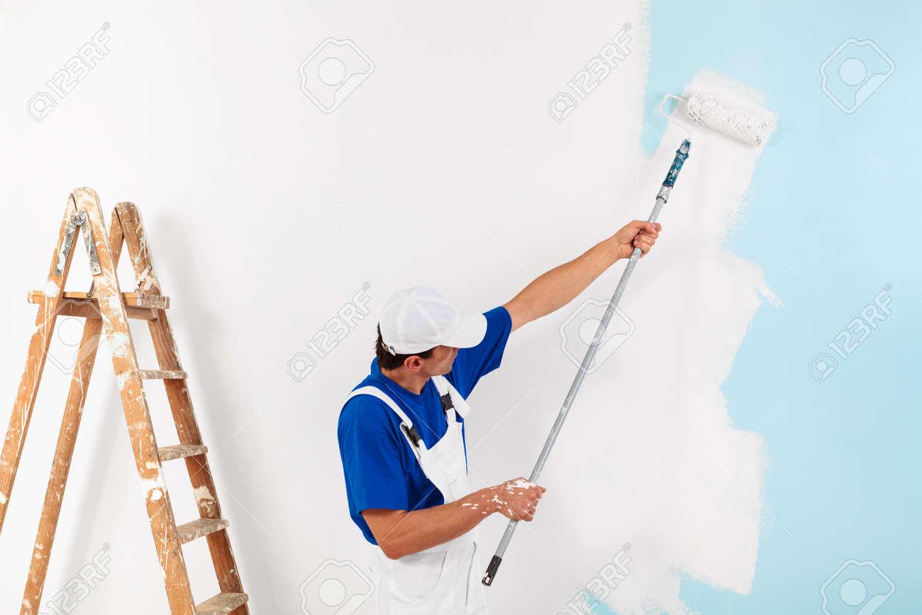 Lovely Banque Du0027images   Peintre Avec Capuchon Peindre Un Mur Avec Un Rouleau De  Peinture Et Une échelle En Bois Millésime, Avec Copie Espace