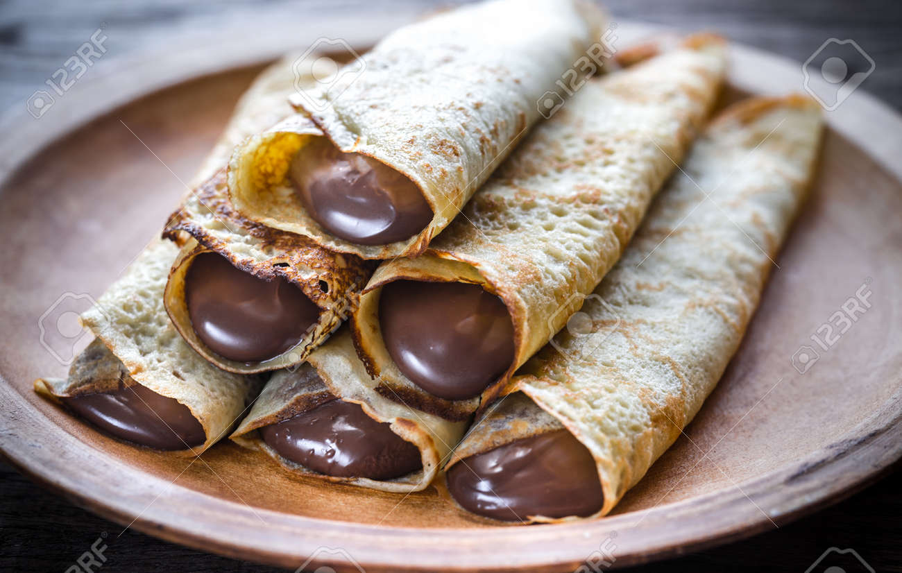 Crepes with chocolate cream - 53372162