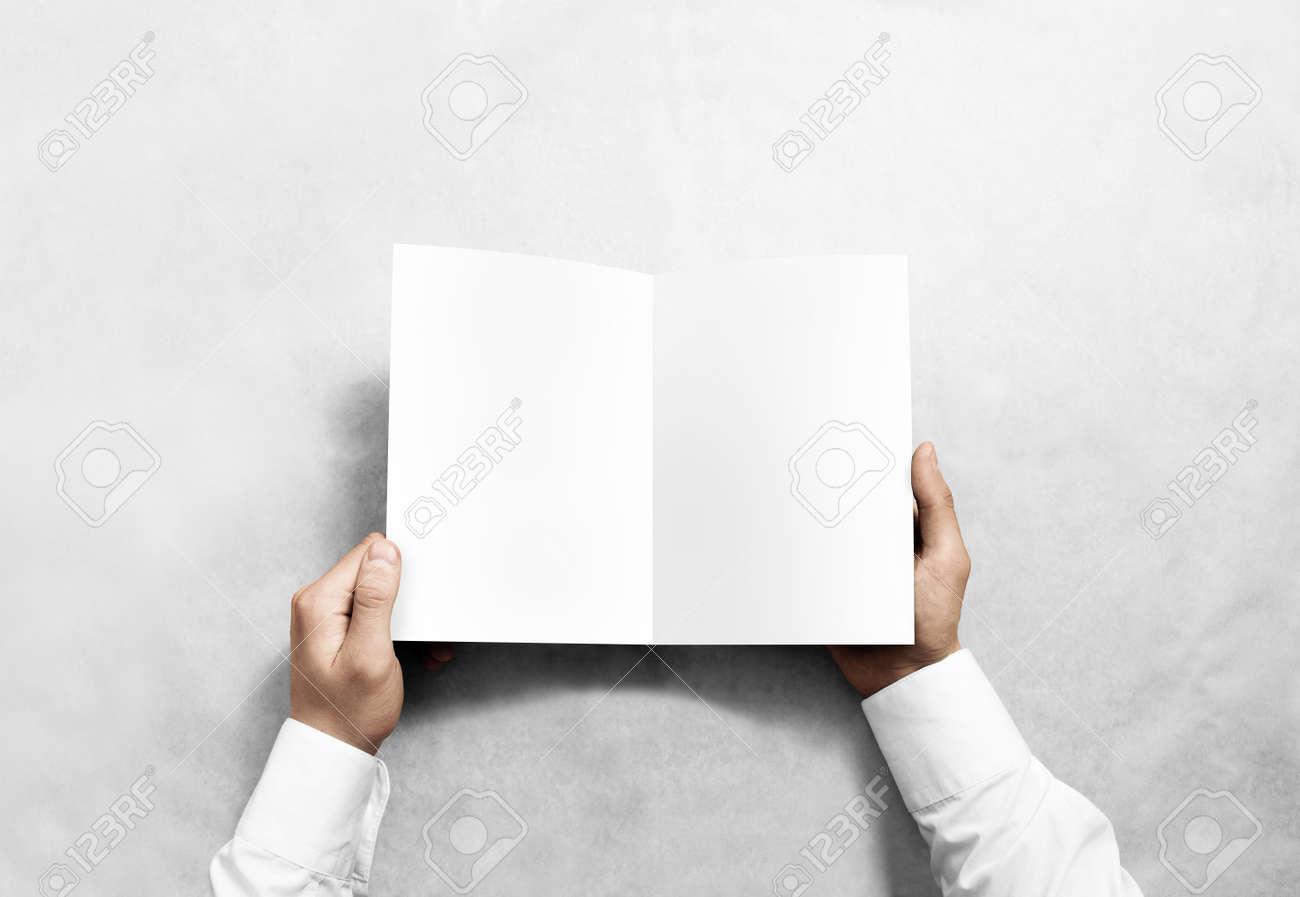 Hand Öffnung Leere Weiße Broschüre Broschüre Mockup. Leaflet ...