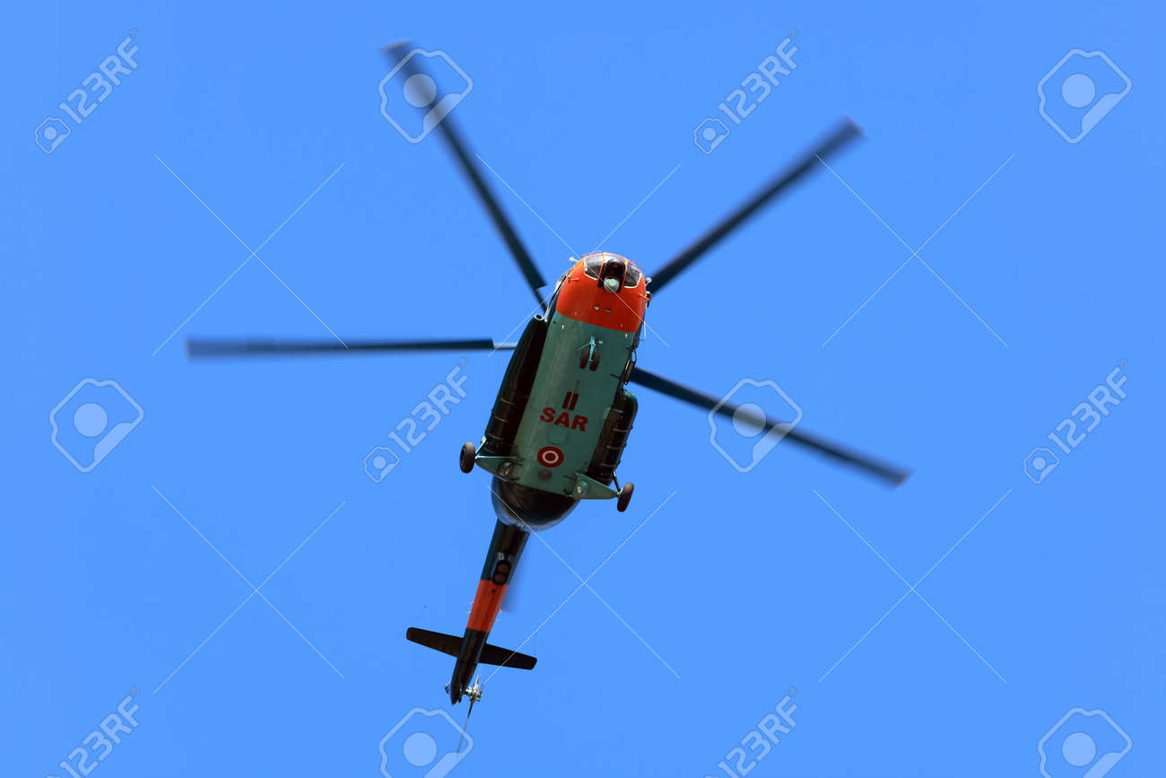 捜索救難 SAR ヘリコプターの飛...