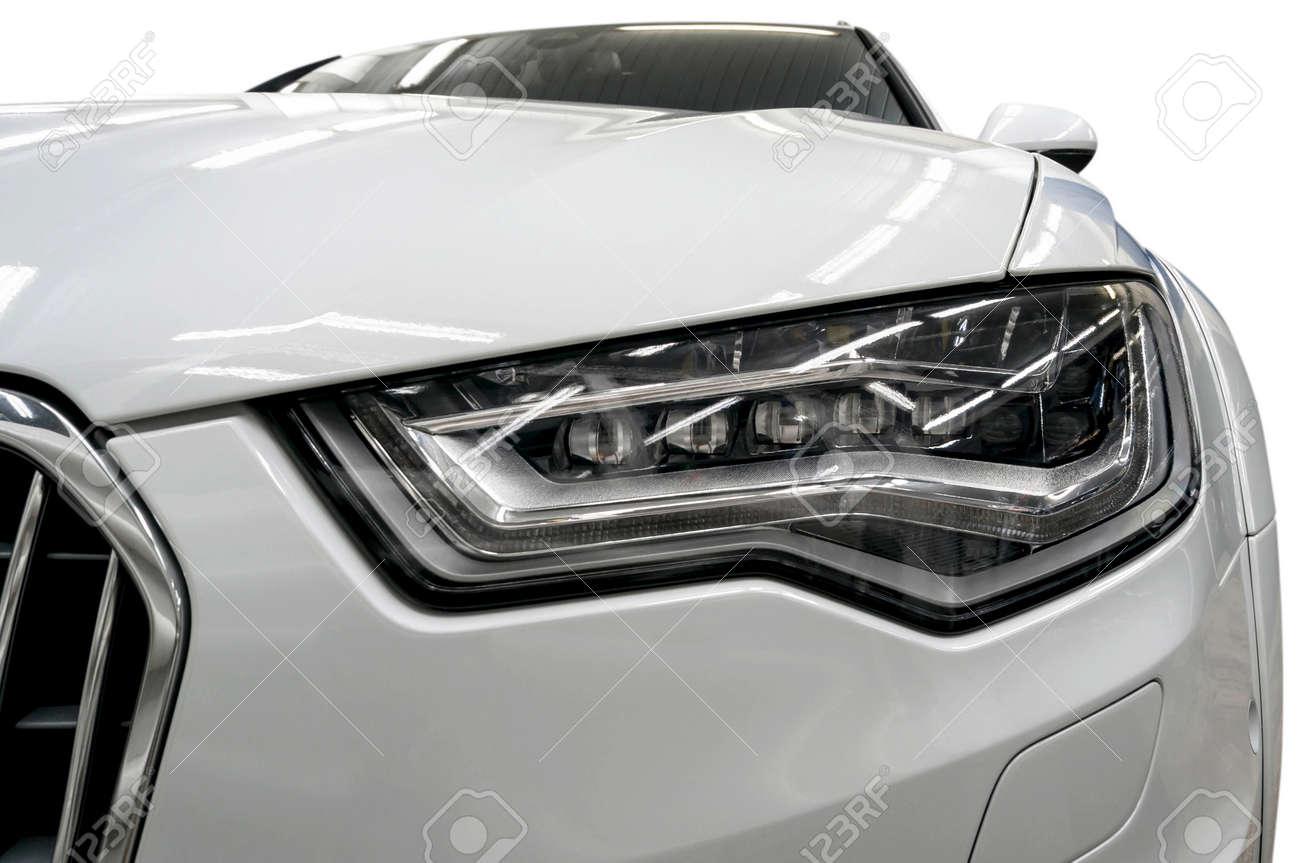 faros de los coches modernos detalle exterior foto de archivo