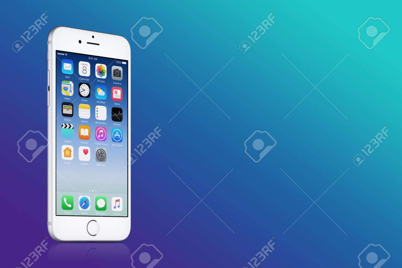Silver Apple Iphone 7 Avec Ios 10 Sur L Ecran Sur Fond Bleu Degrade Avec Copie