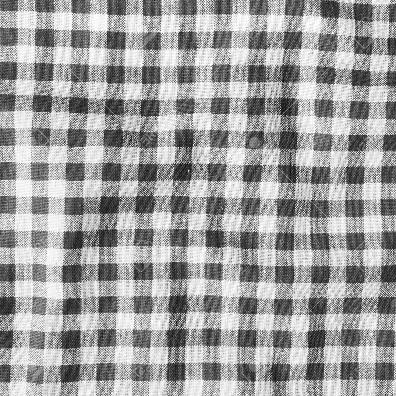 la textura de una manta de picnic a cuadros blanco y negro lino rojo arrugado