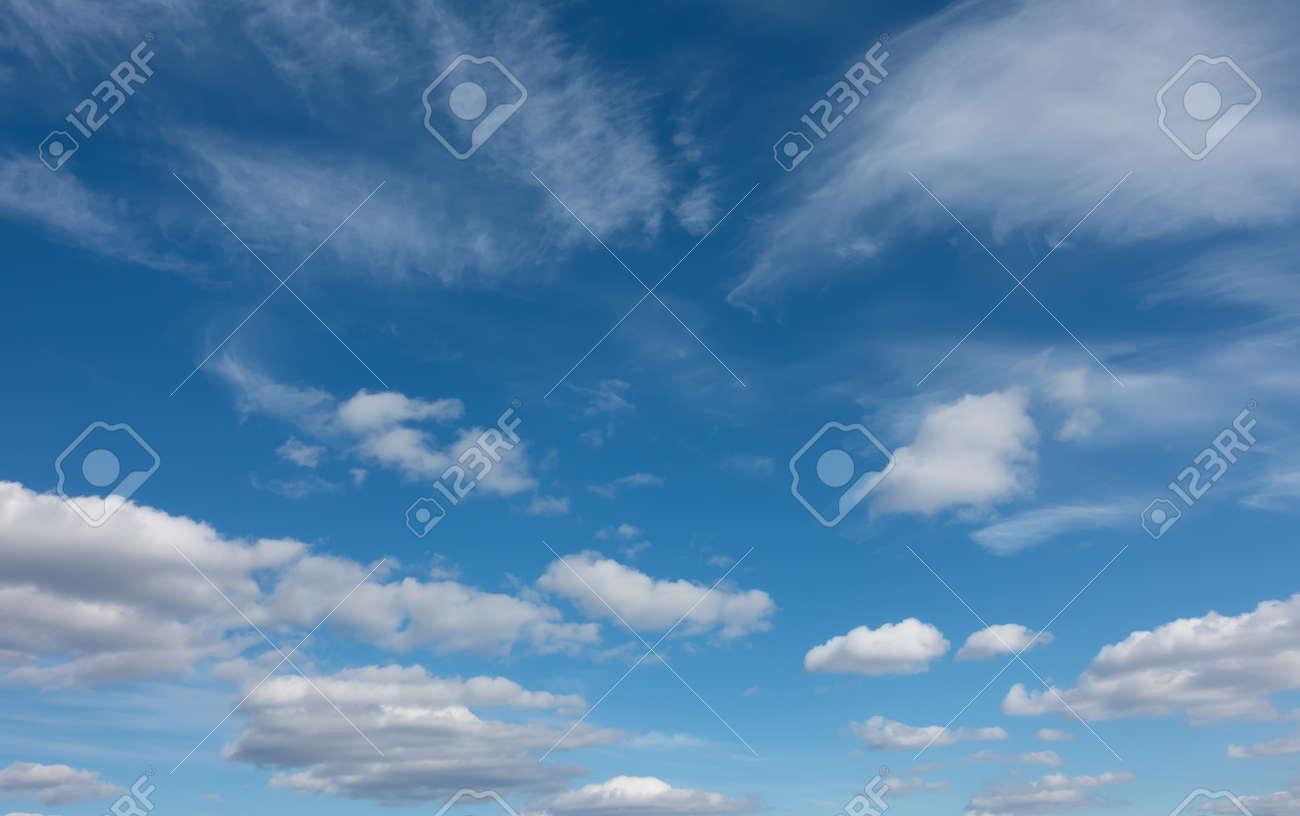 ELIENONO Sonne Gelb Himmel Wolken Farben Himmel Sonne Bagger Boden Blau Himmel Wei/ß Wolken Staubwaschbarer wiederverwendbarer Filter und wiederverwendbarer Mund Warmes winddichtes Baumwollgesicht