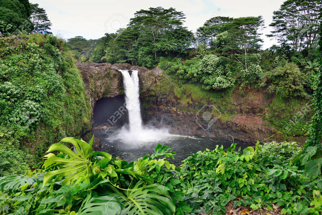レインボー滝付近のヒロ、ハワイ...