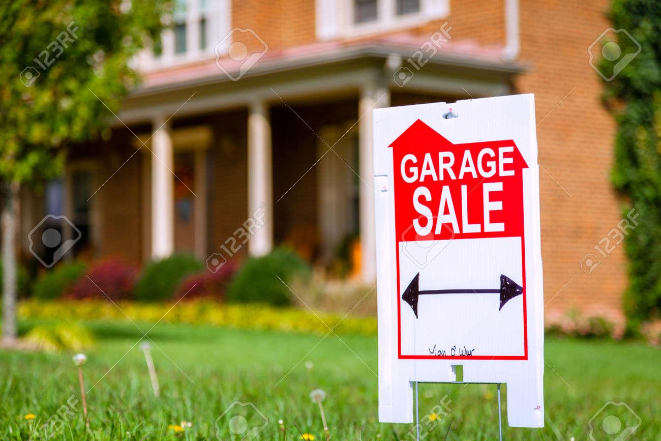 Garage sale sign - 25811206