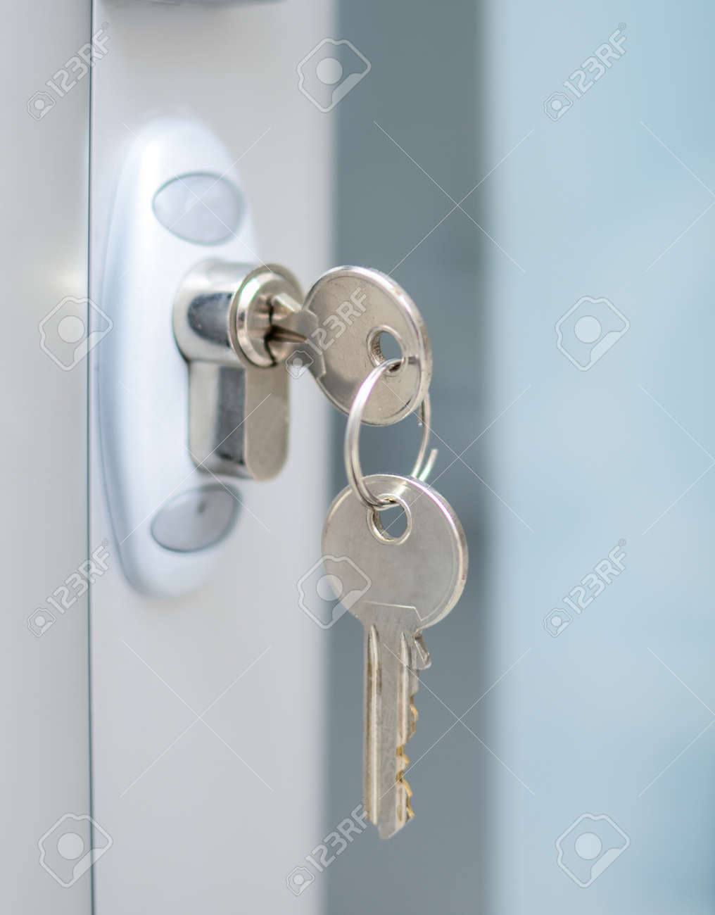 Door lock witj keys macro shot - Real estate concept - 14256149