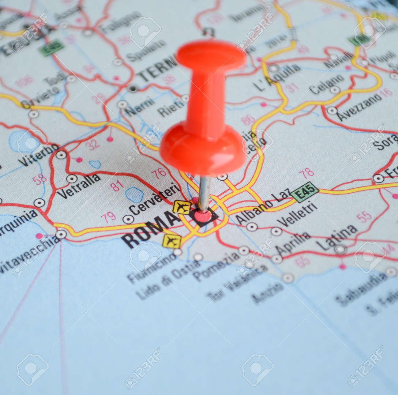 soldes nouveau produit meilleurs tissus Près de Rome carte avec la broche rouge - Voyage concept