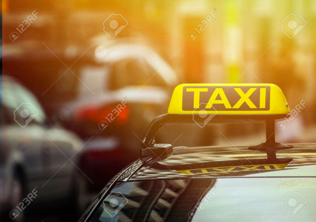 Taxi sign on car - 40251093
