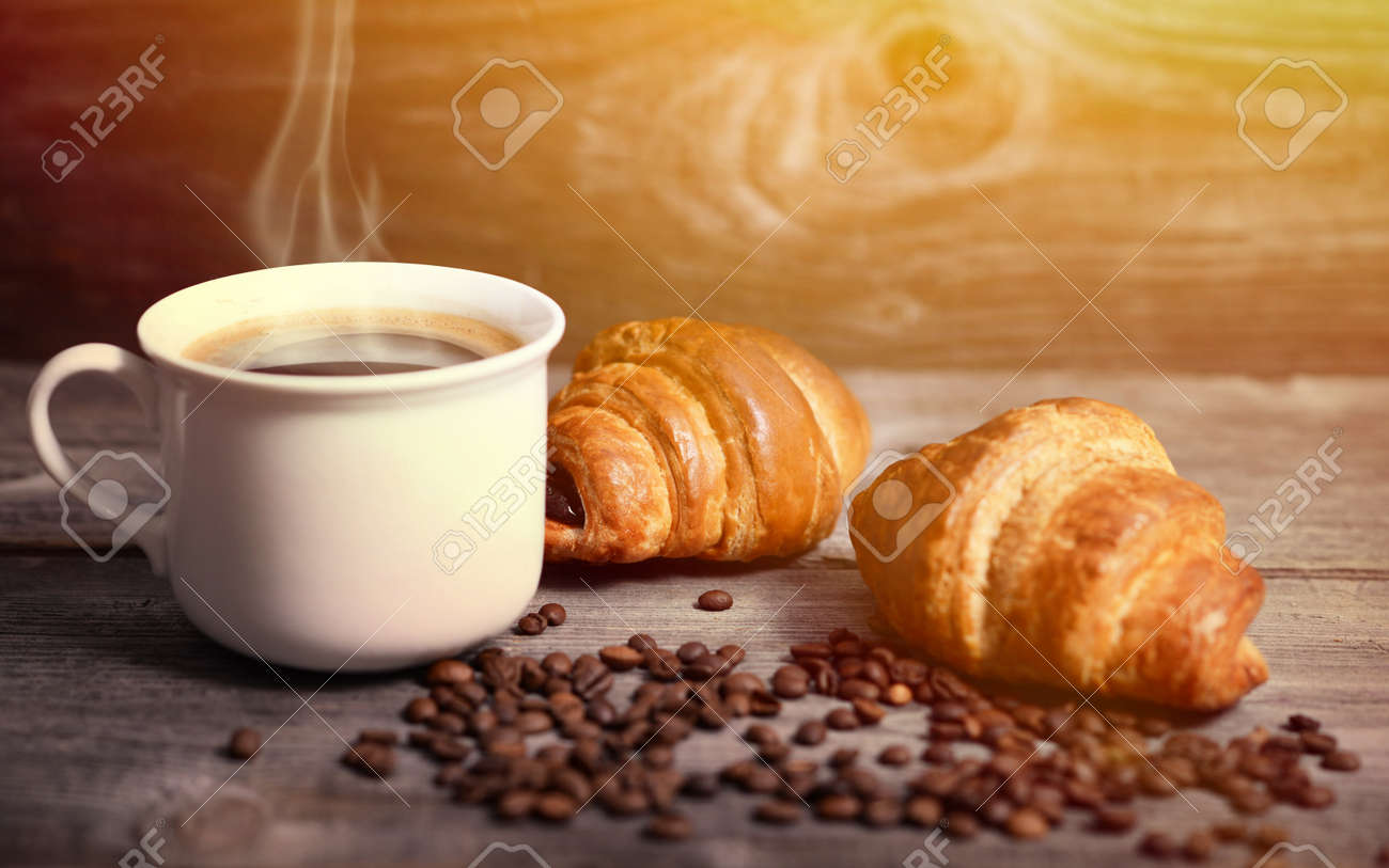 Coffee and fresh croissant - 40251827
