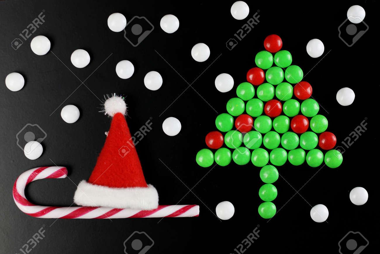 Forma De árbol De Navidad Con Fondo De Caramelo De Color Fotos ...