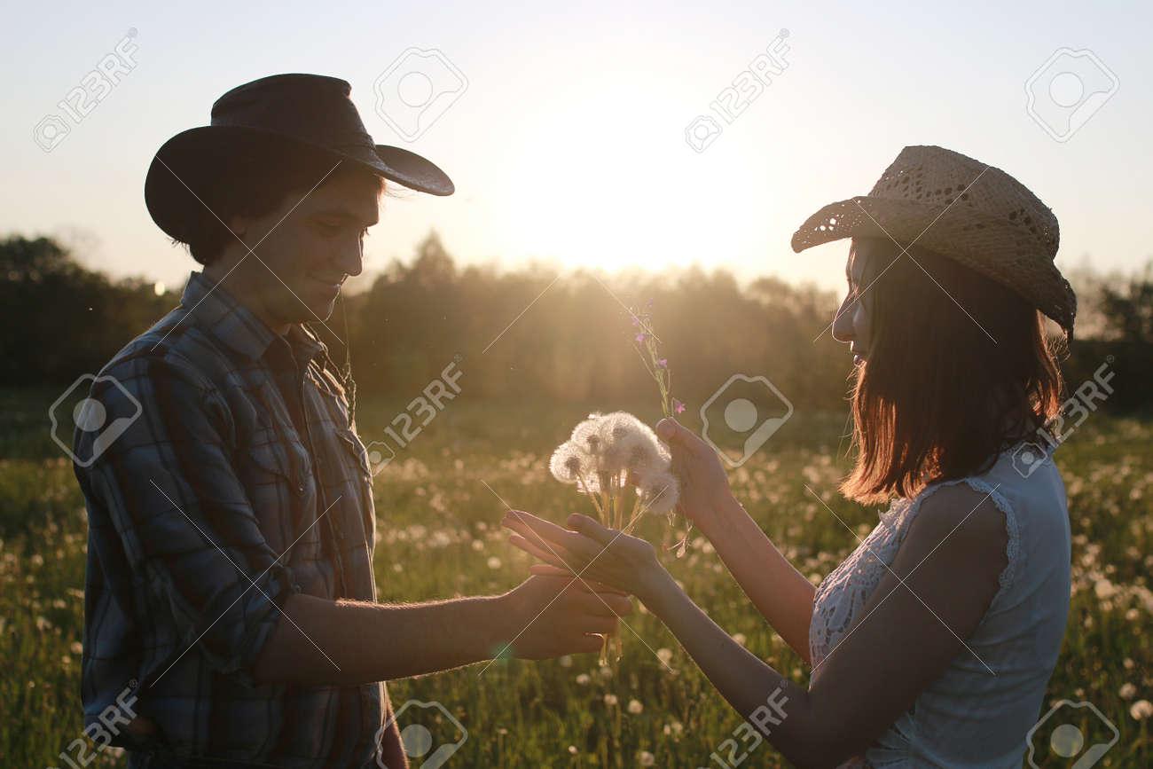 Cute Couple On A Walk By The Countryside Lizenzfreie Fotos Bilder