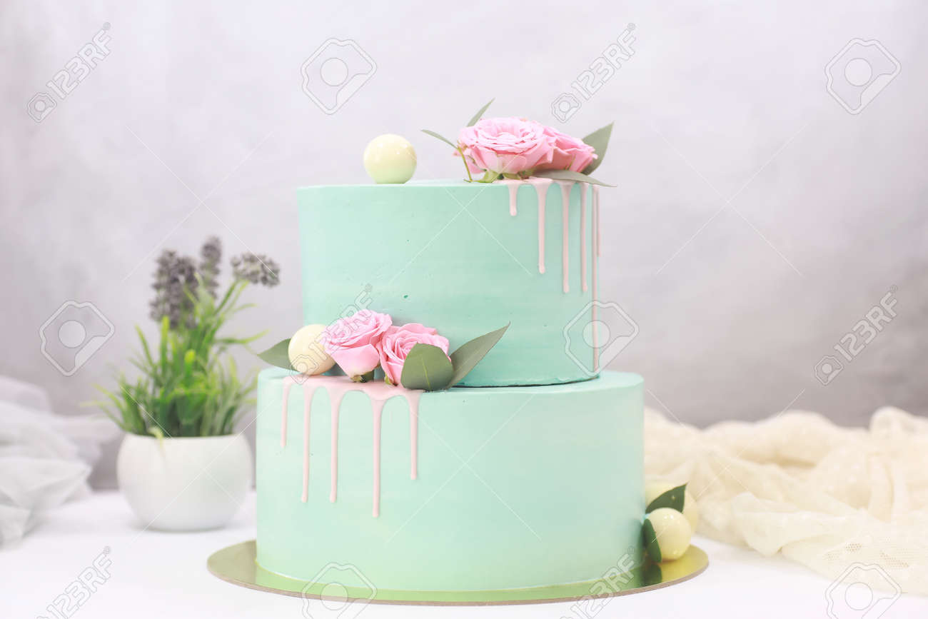 Pleasing 2 Tier Cakes In Green Buttercream For Special Occasions Stock Birthday Cards Printable Nowaargucafe Filternl
