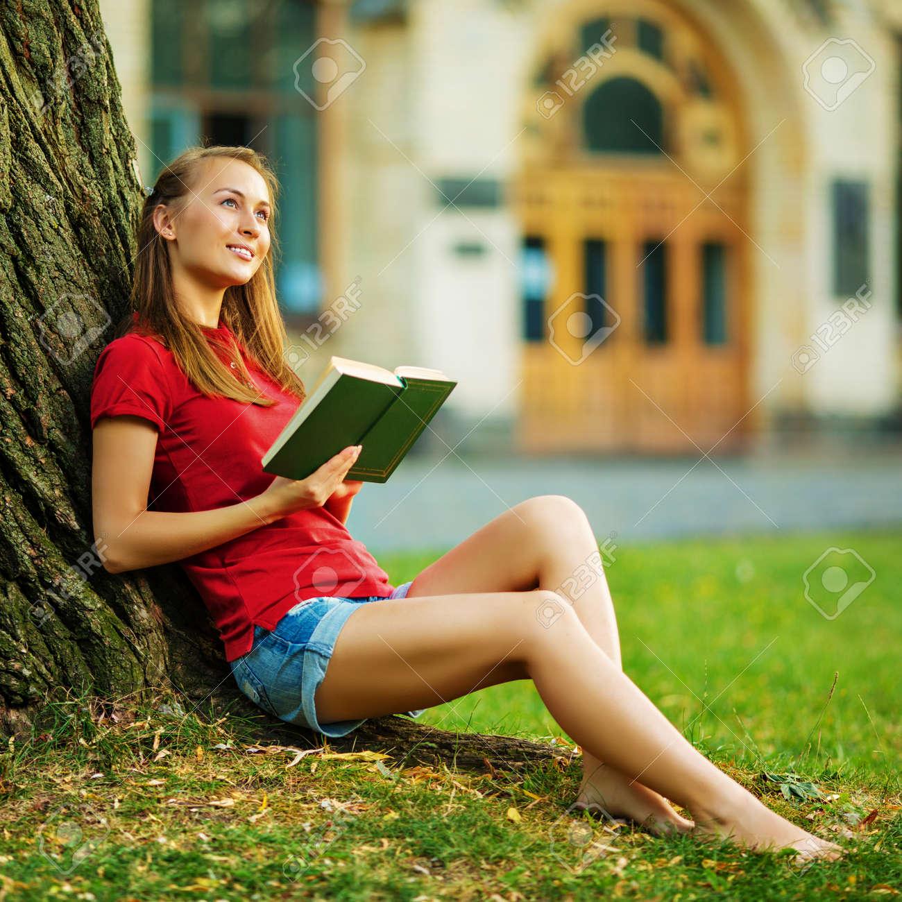 Hübsche studentinnen junge Hübsche studentinnen