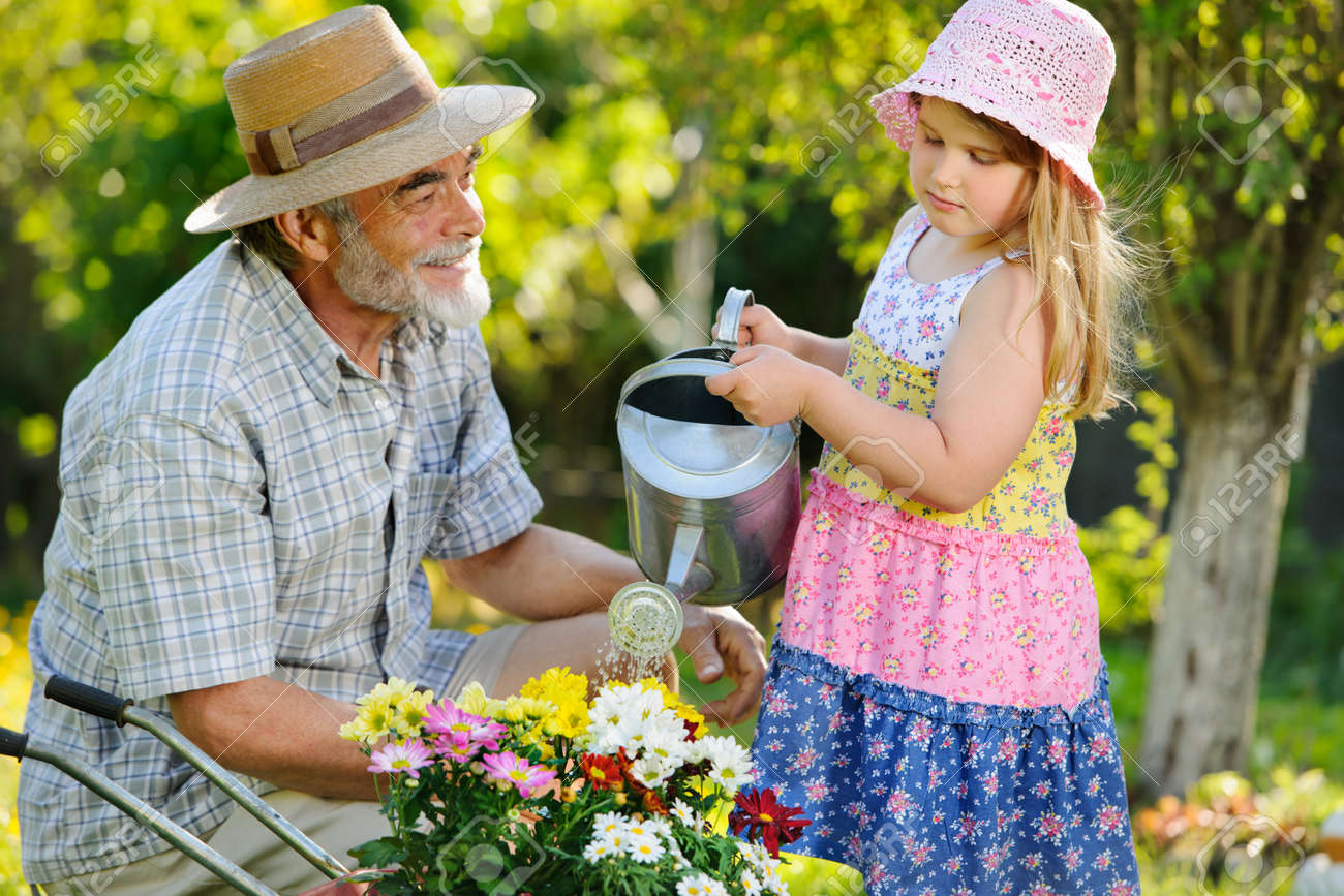 Смотреть дедушка с внучкой 5 фотография
