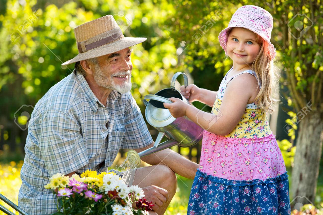 Смотреть дедушка с внучкой 4 фотография