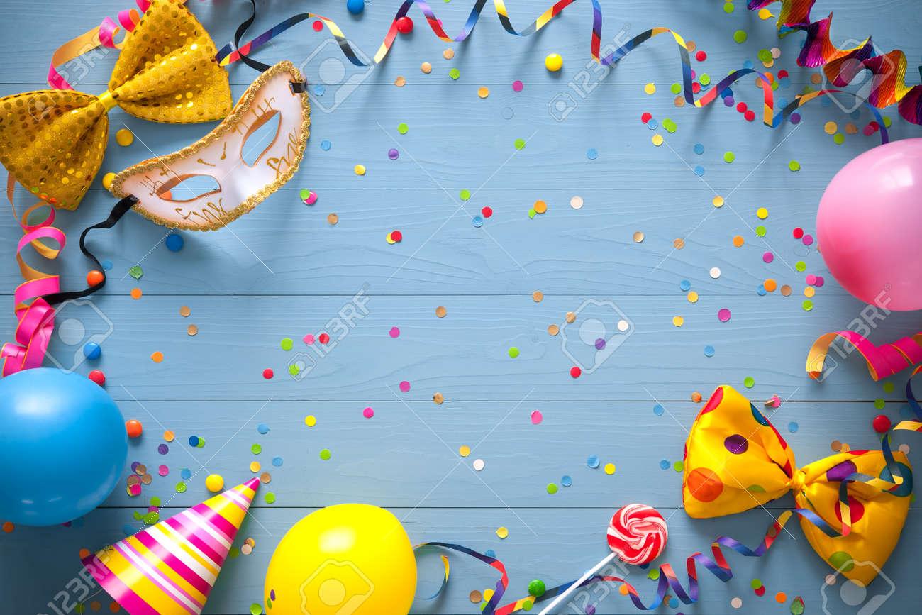 Marco De Cumpleaños Colorido Con Artículos De Fiesta En El Fondo ...