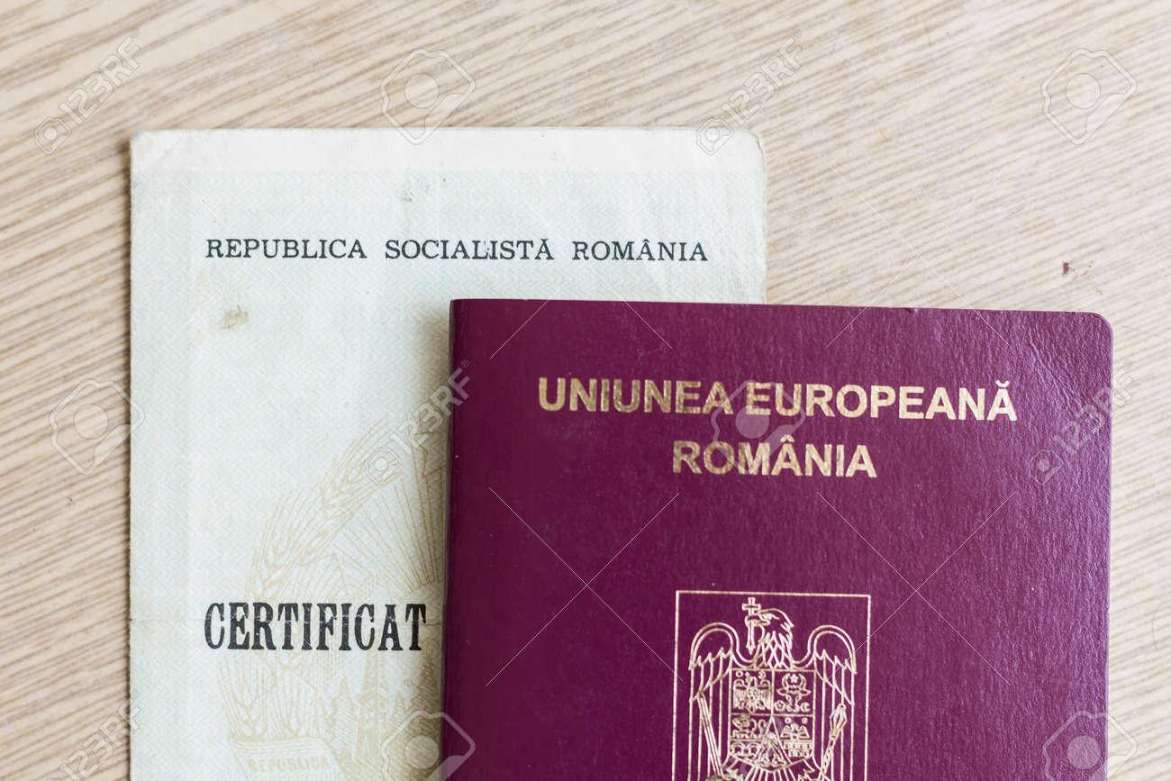 Pasaporte Rumano De La Unión Europea Y Certificado De Nacimiento De ...