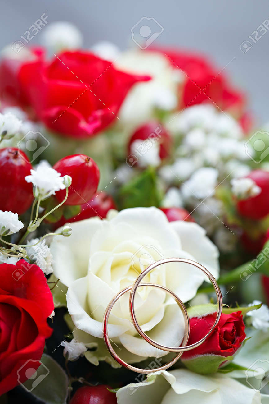Goldene Hochzeit Ring Auf Blumenstrauss Der Braut Blumenstrauss Aus