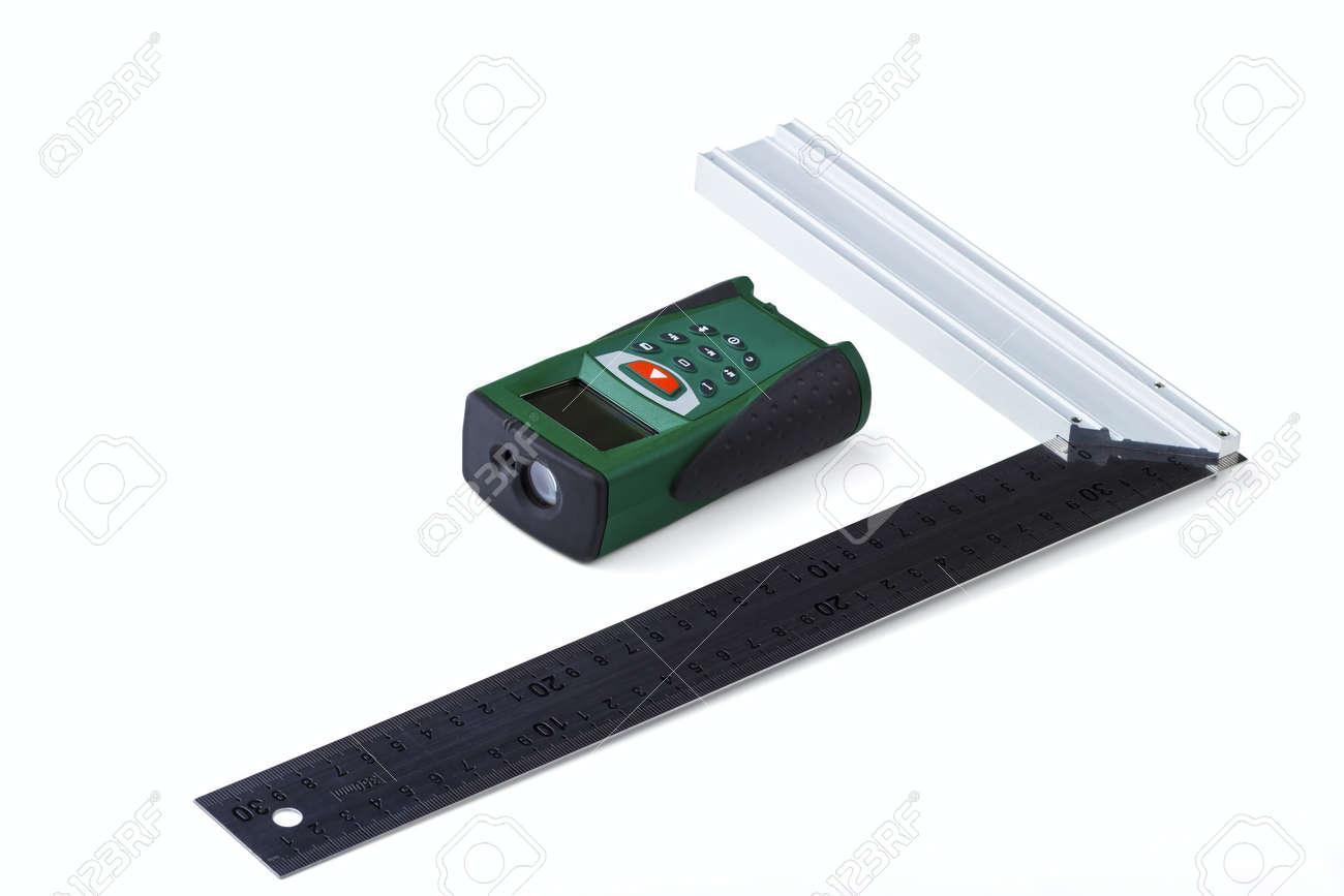 Entfernungsmesser Für Fotografie : Ruler quadrat und laser entfernungsmesser auf einem weißen