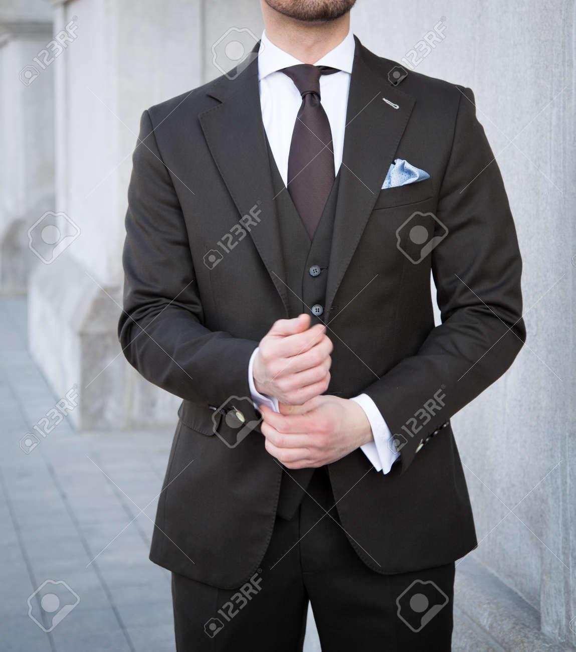 スーツ ポーズ