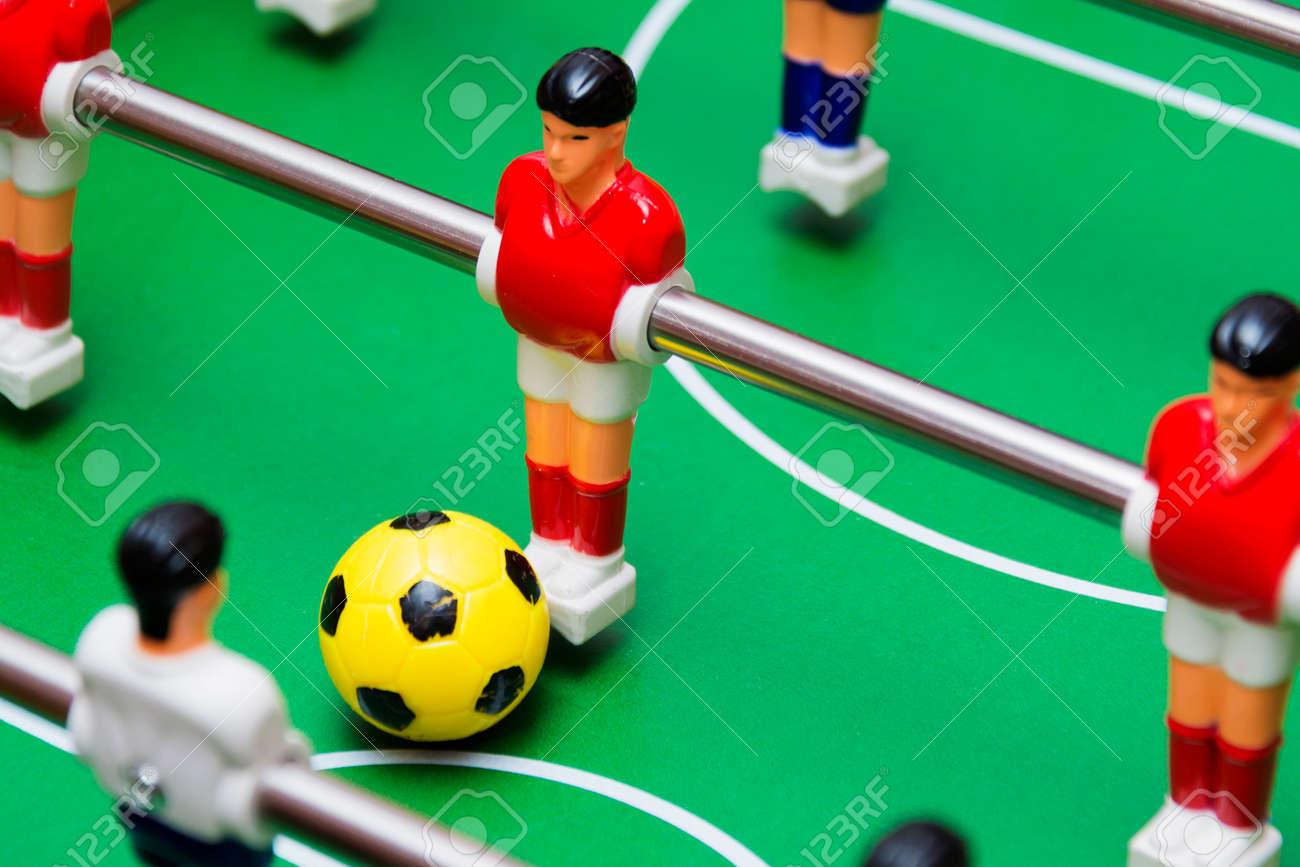 Futbol De Mesa Juego De Futbol De Cerca Bola Amarilla Fotos