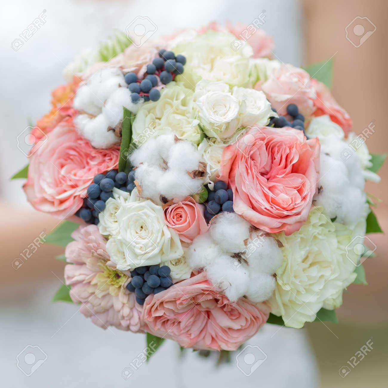 Bouquet De La Mariee Belle Nosegay Avec Des Fleurs De Coton A La