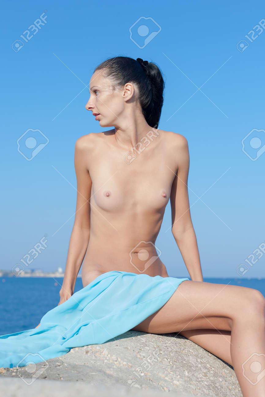 femme nue a la mers jeune femme menue nue