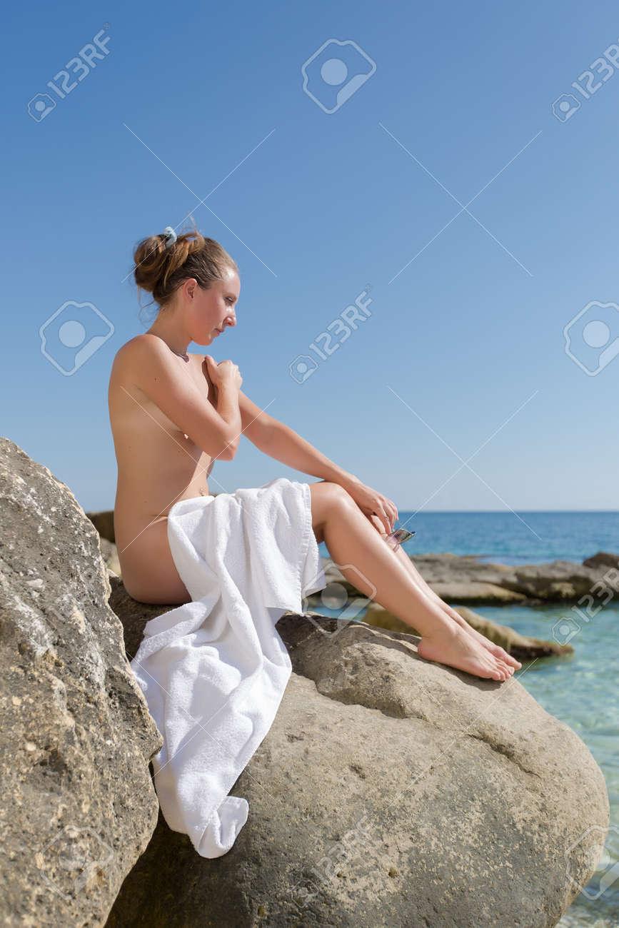 durchschnittliche madchen nackt auf der buhne