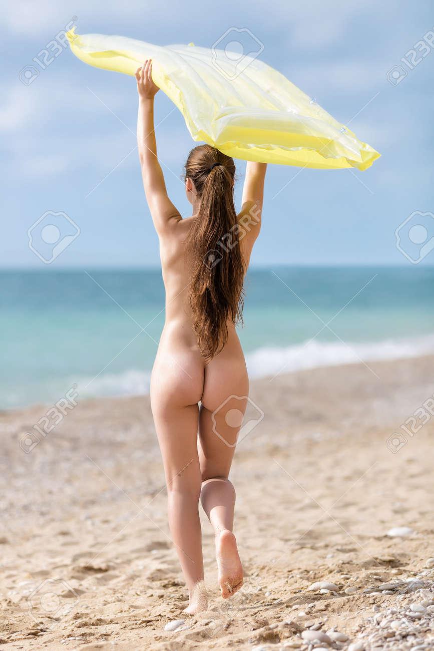 Intense vaginal itching flat sores