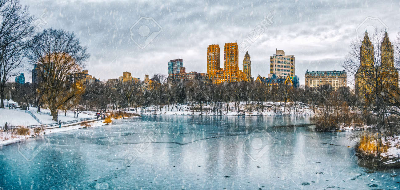 New York City Central Park in snow - 94425848