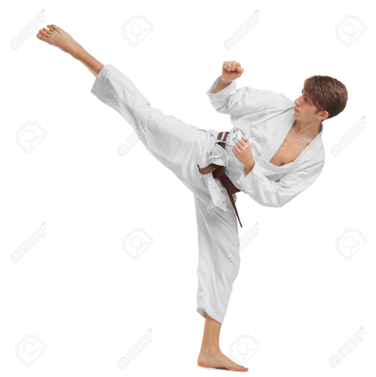 dd8f5ceb532a Banque d images - Karaté jeune homme avec ceinture marron sur fond isolé  blanc