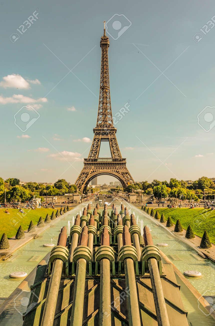 Paris La Tour Eiffel La Tour Eiffel Vue Depuis Les Jardins Du