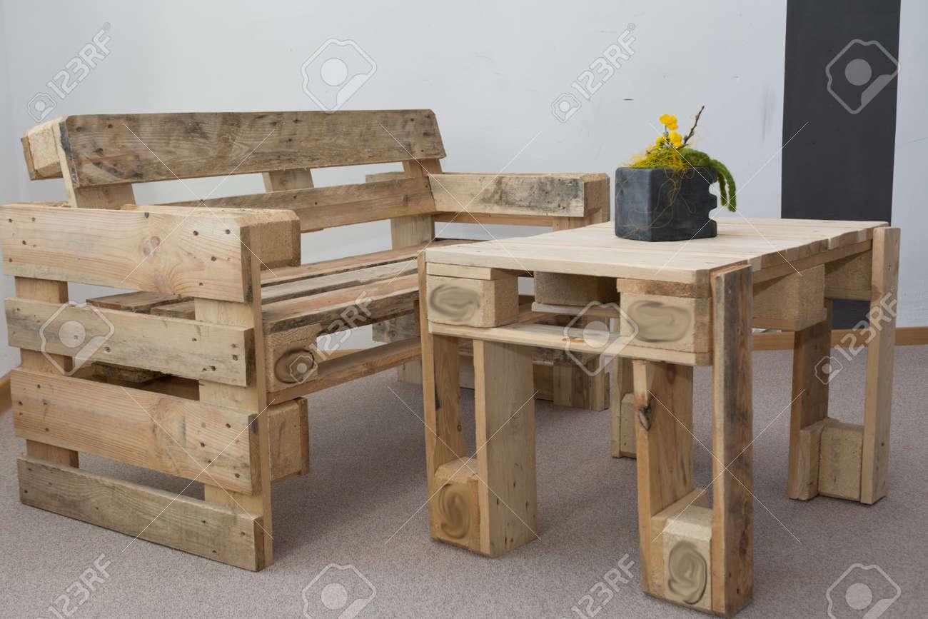 Banc D Entrée En Palette créative banc de upcycling et table à partir de palettes