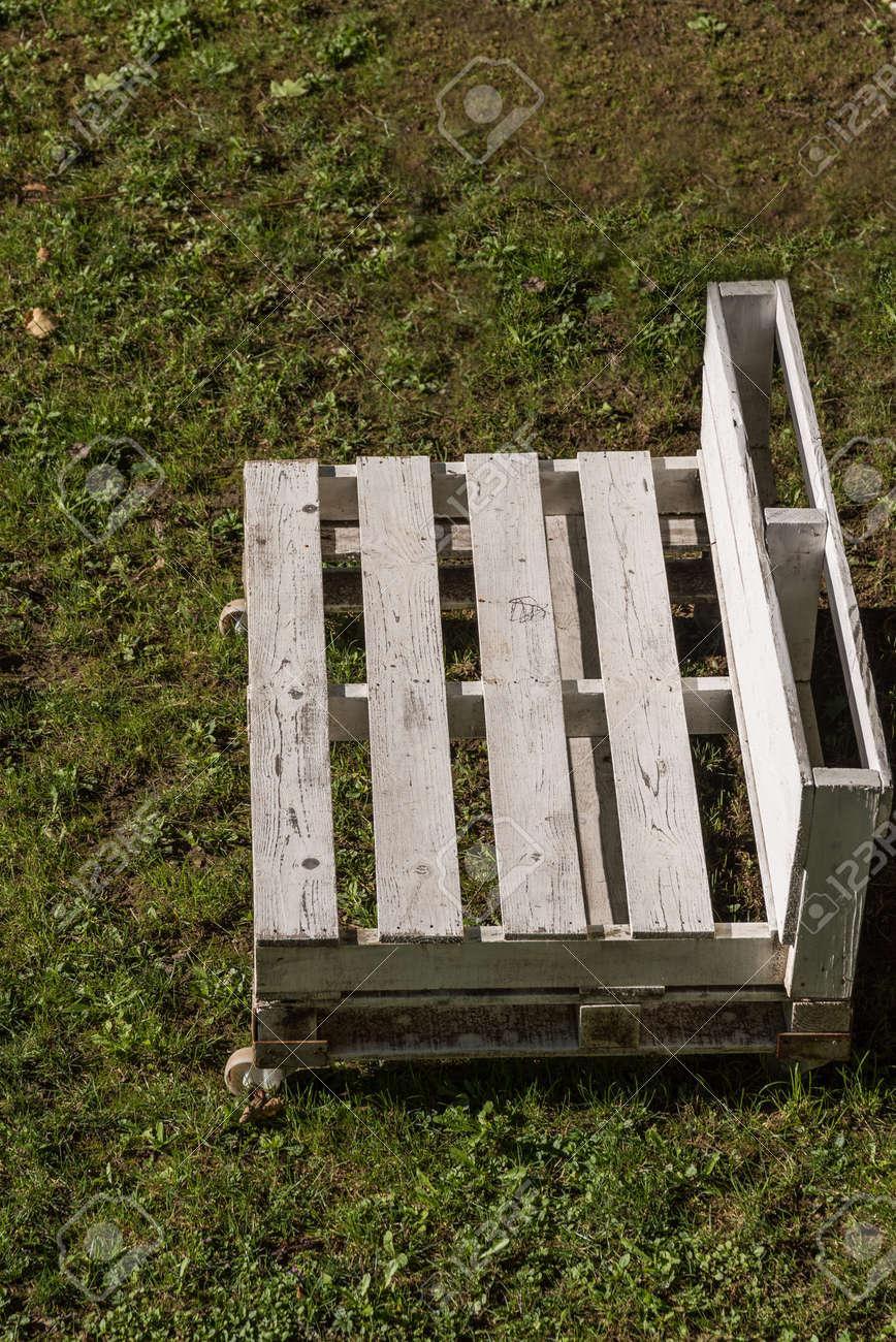 Prime Movable White Garden Bench Made Of Wooden Pallets Upcycling Creativecarmelina Interior Chair Design Creativecarmelinacom
