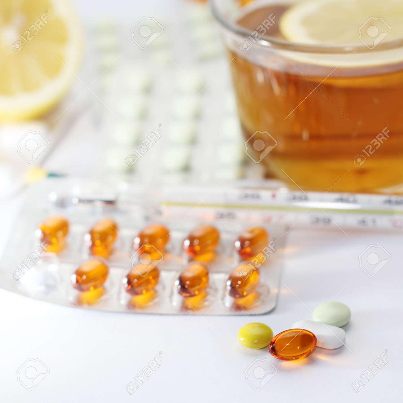 Macro pills Stock Photo - 13152111