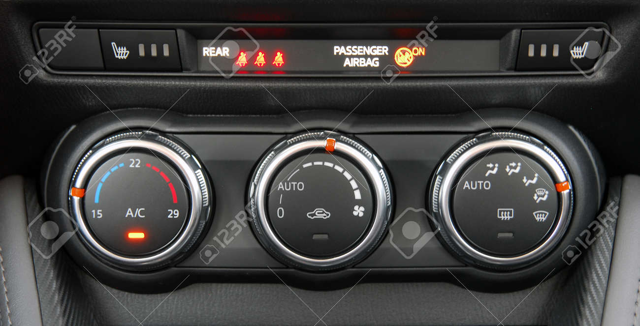Manual switches the air conditioning on the dashboard of the car Stock  Photo - 92865267