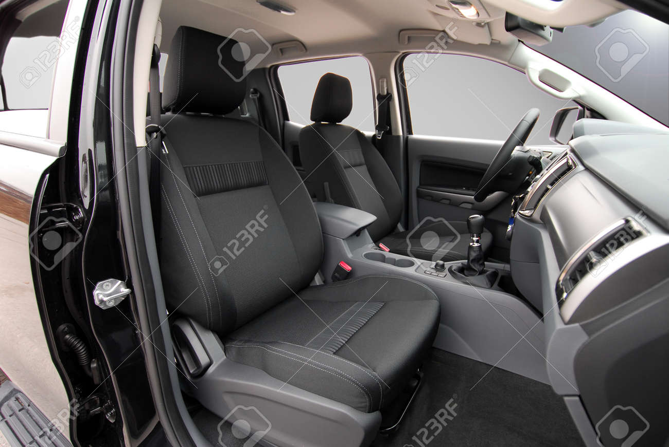 Front car seats - 121931625