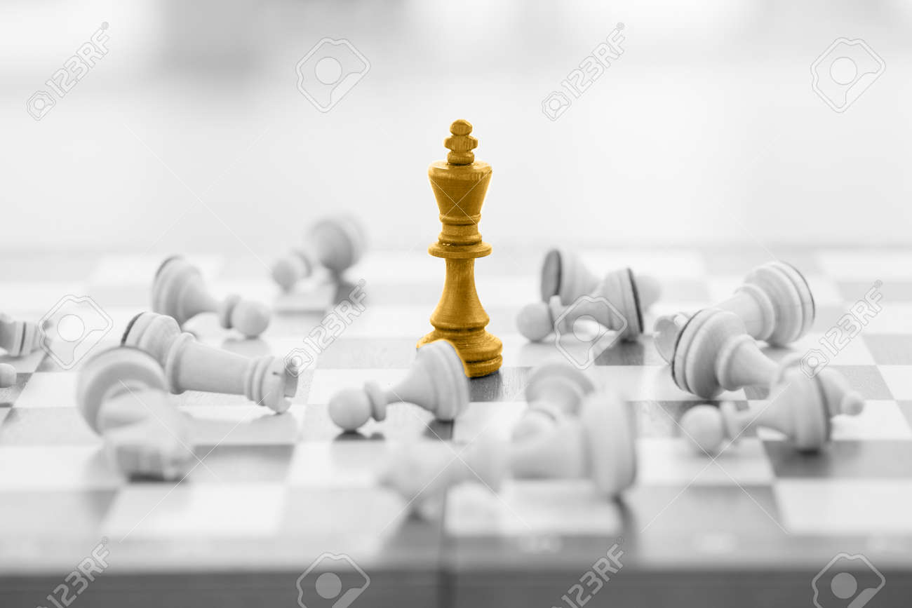 Chess business concept, leader & success - 43424229