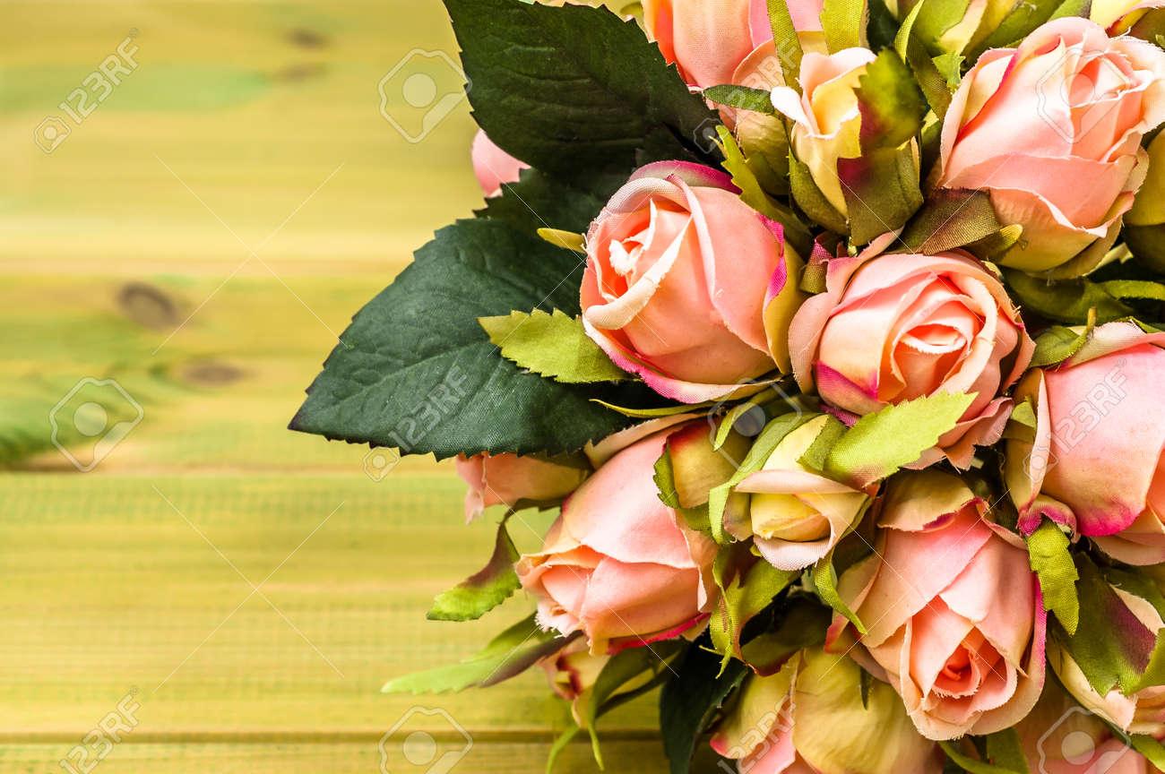 b9e8d8ff4816a Foto de archivo - Ramo de rosas para invitación de boda o tarjeta del día  de San Valentín