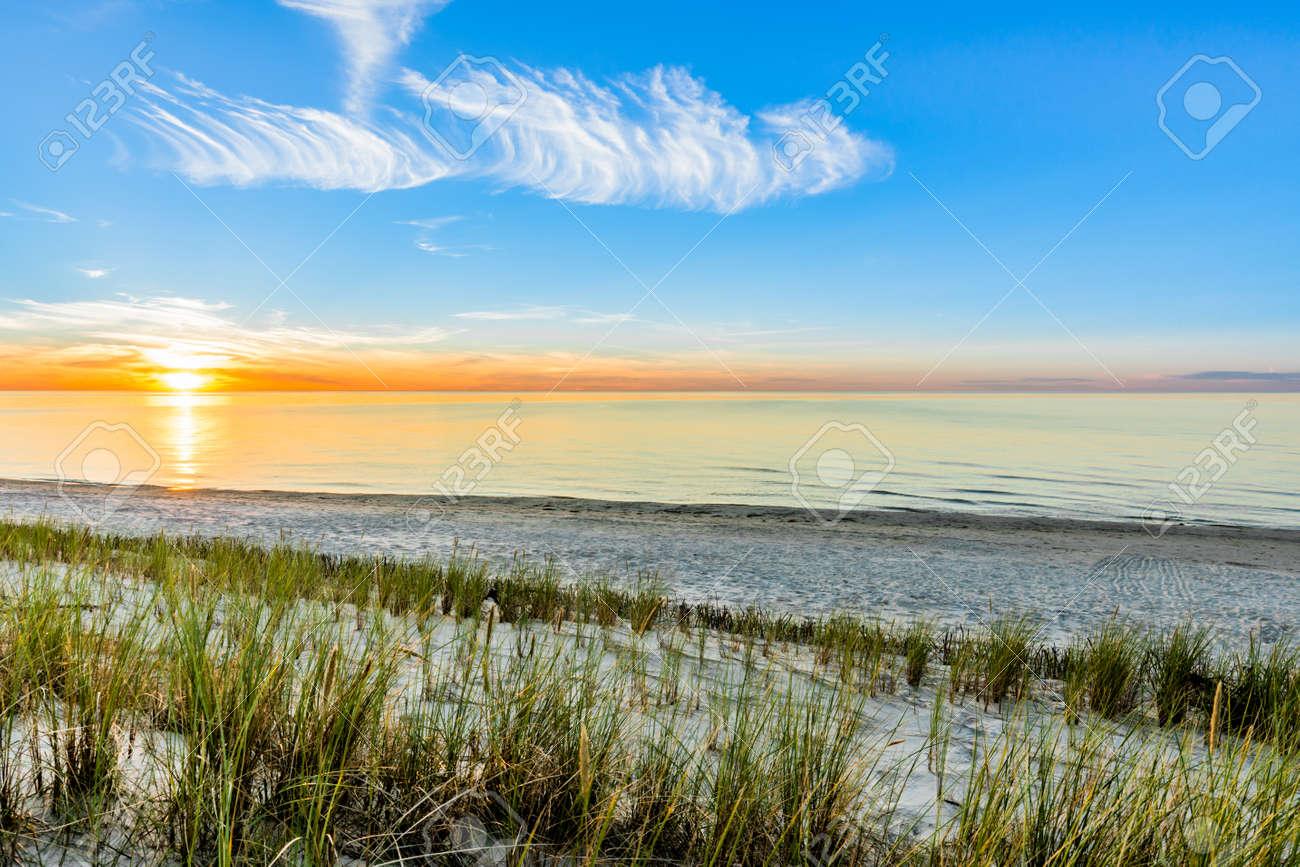 美しい夕日 ビーチの壁紙 夏の風景海 ポーランド の写真素材 画像