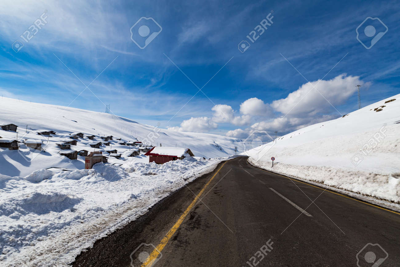 Mountain views and Highland houses in the snow - 124566447