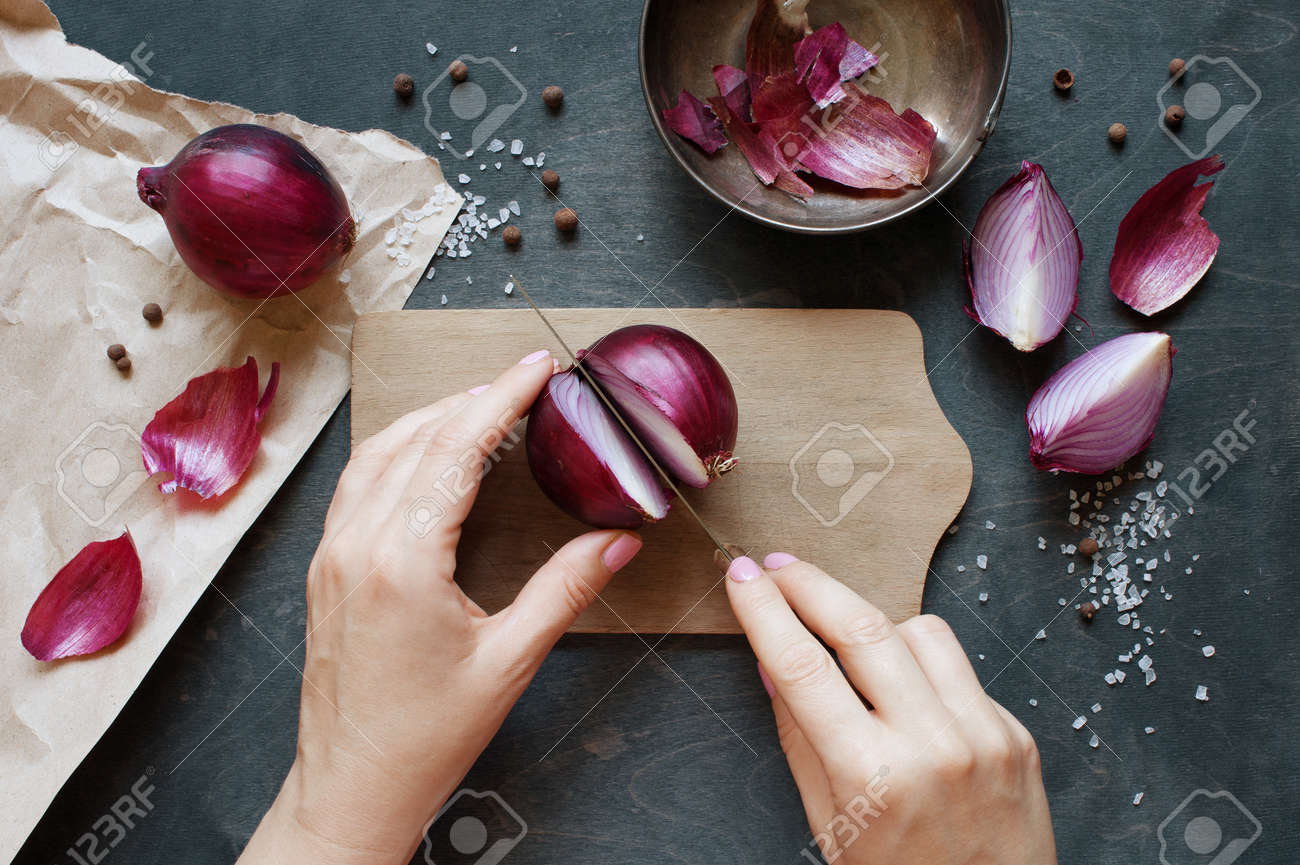 Hand cut red onion - 44193498
