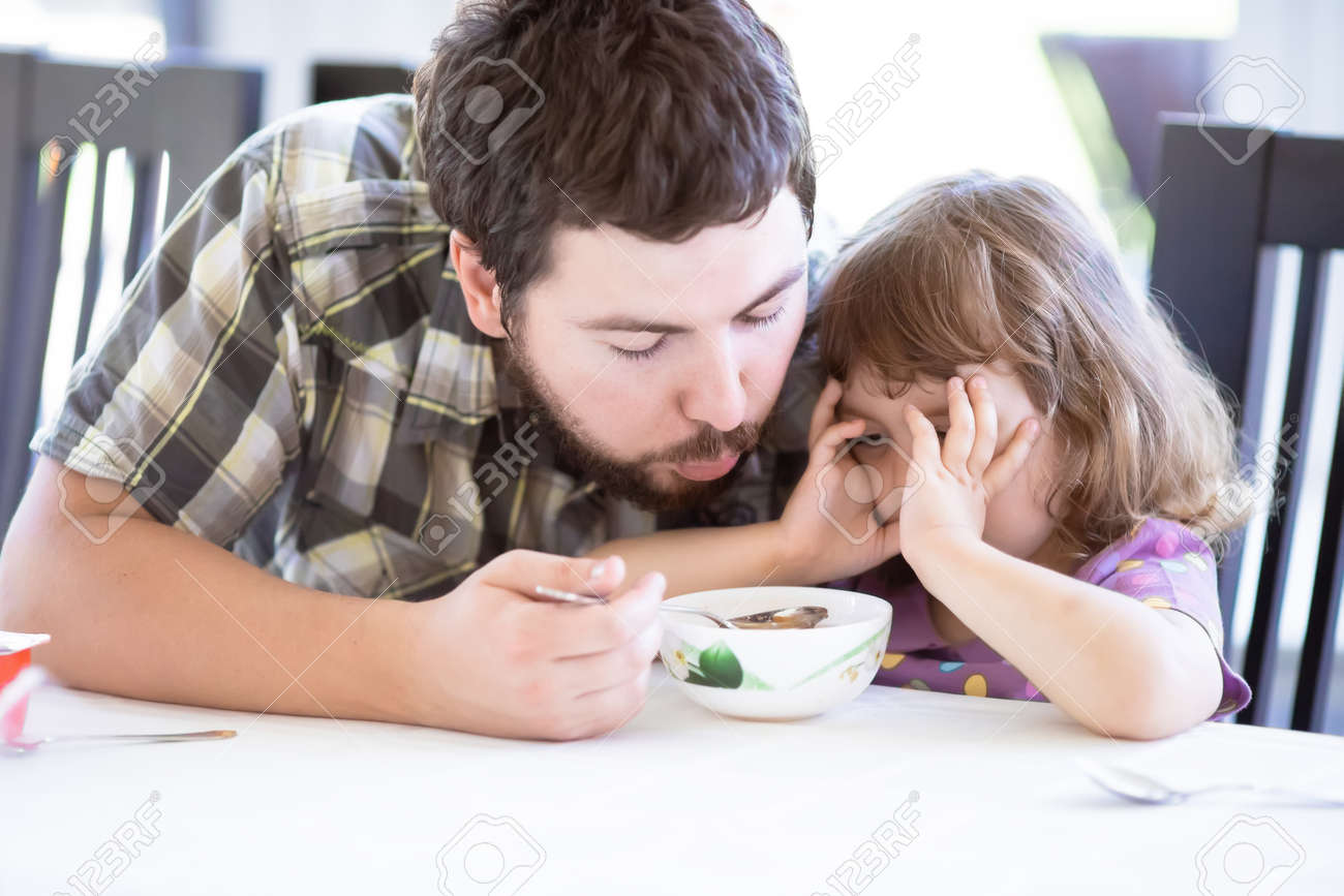 Father feeds his daughter and she doesn't want to eat  Kid refusing