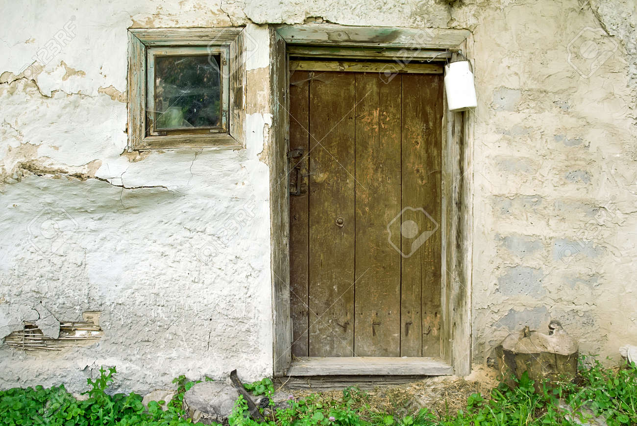 Rustic Wooden Barn Door With White Milk Can, Background Stock Photo    84437497