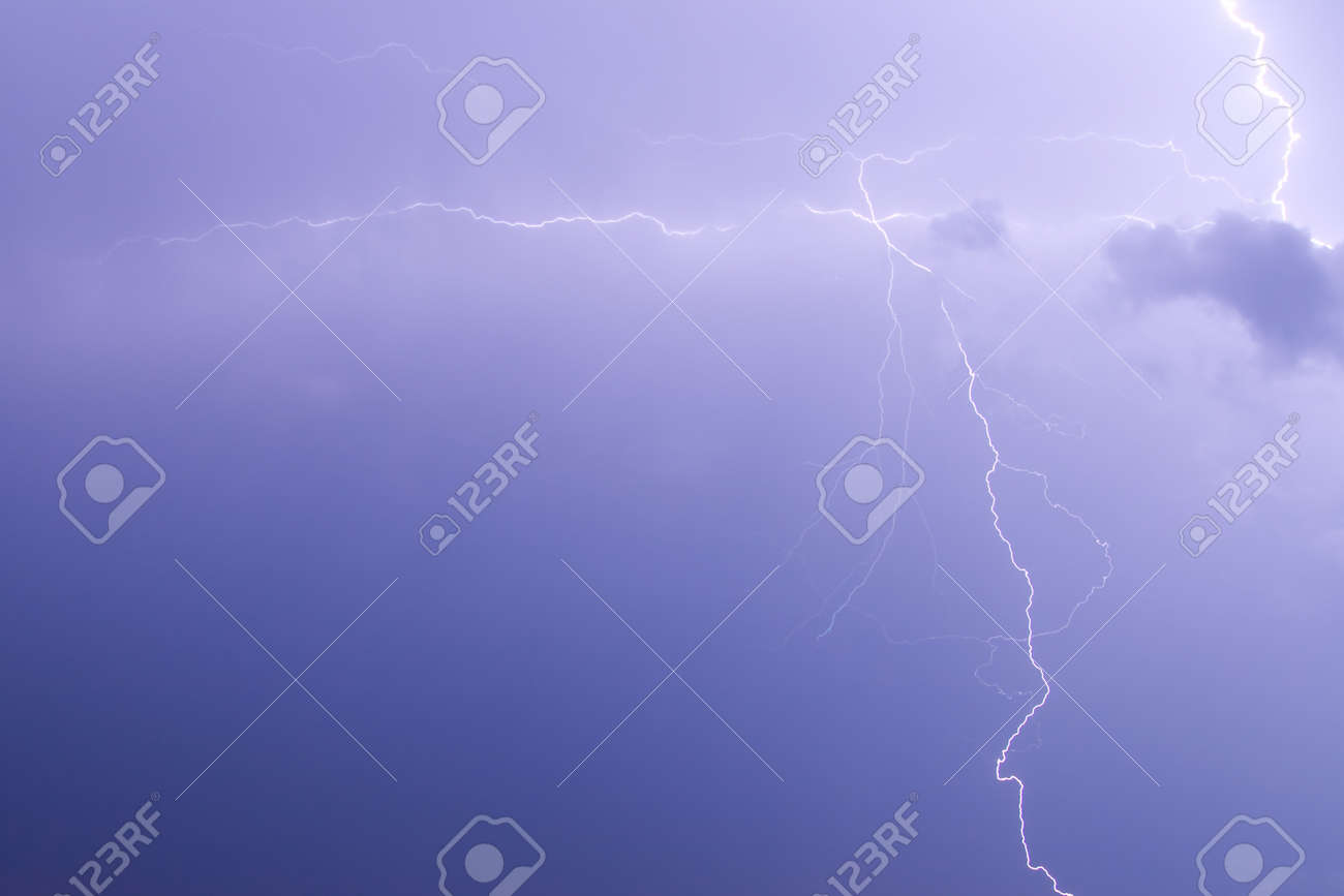 The branches of lightning in the night sky Stock Photo - 7331637